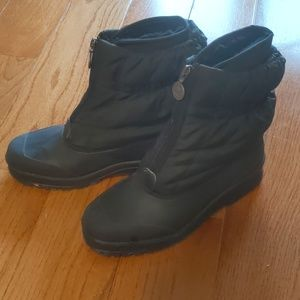 Sorel size 9 black snow boots with liner